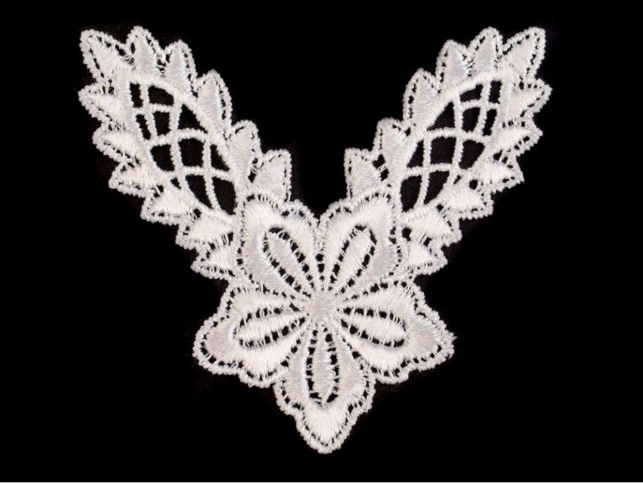 wstawka dekoltowa koronkowa biała z kwiatkiem